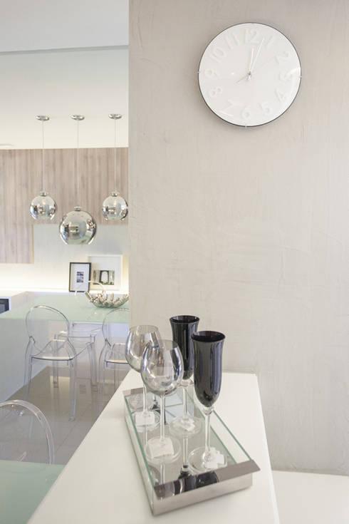 Condominio Laffite: Salas de jantar modernas por POCHE ARQUITETURA