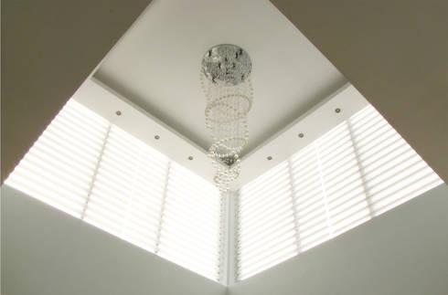 Vista Interior - Detalle de iluminación y plafón: Salas de estilo moderno por Estudio Meraki