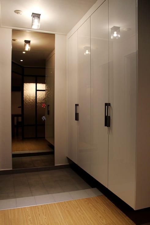 깔끔한 빌라 인테리어: dip chroma의  복도 & 현관