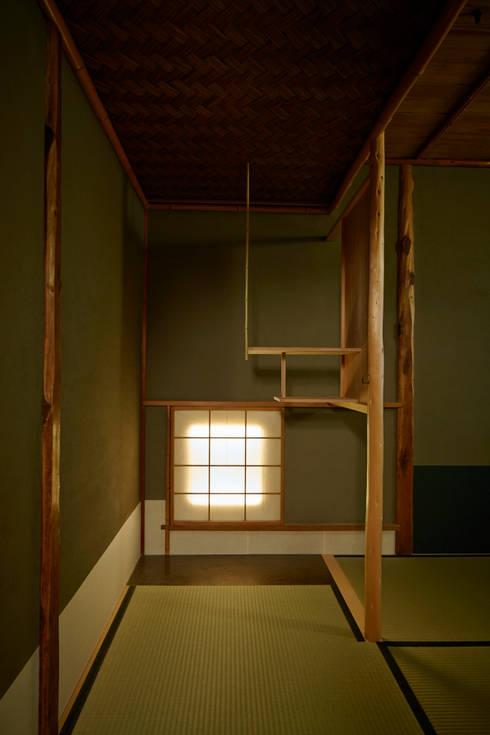 茶室: 株式会社吉川の鯰が手掛けた和室です。