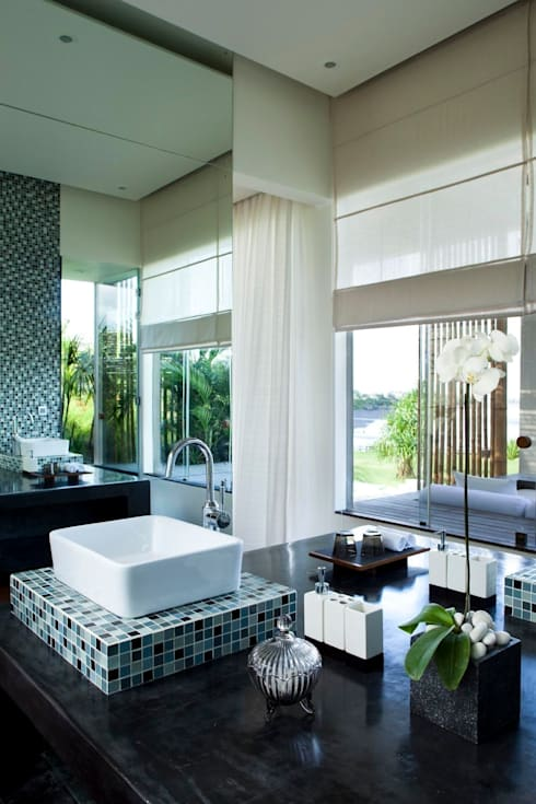 tropical Bathroom by homify