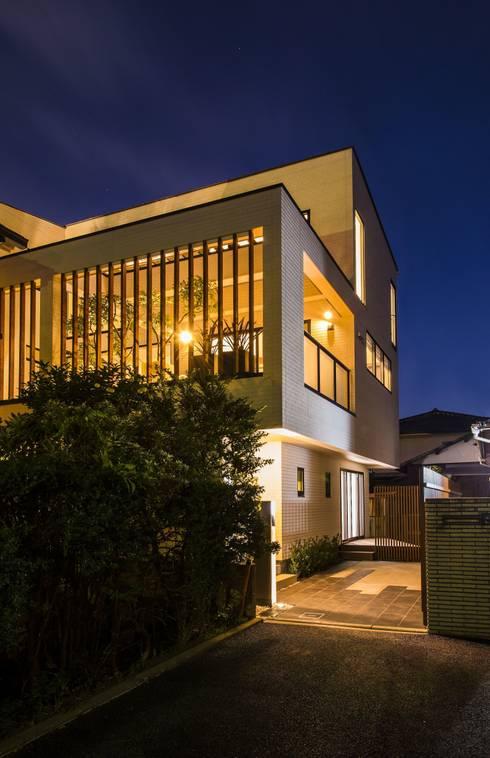 外観・夕景: TERAJIMA ARCHITECTSが手掛けた家です。