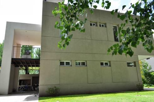 Casa 320: Casas de estilo moderno por Baltera Arquitectura