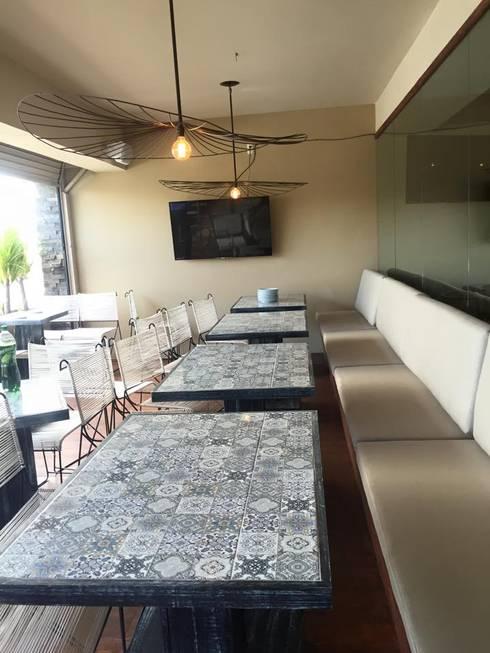 terraza:  de estilo  por TIKUS MEXICO