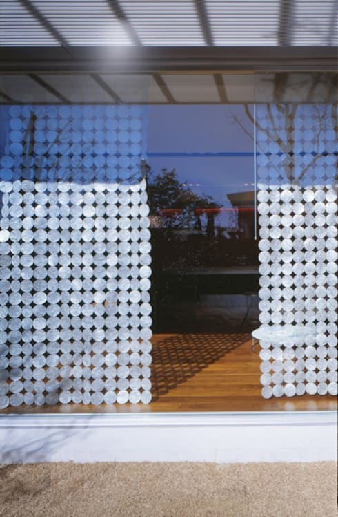 WINDOW    百日紅の家   RC造高級注文住宅: Mアーキテクツ 高級邸宅 豪邸 注文住宅 別荘建築 LUXURY HOUSES   M-architectsが手掛けた窓です。
