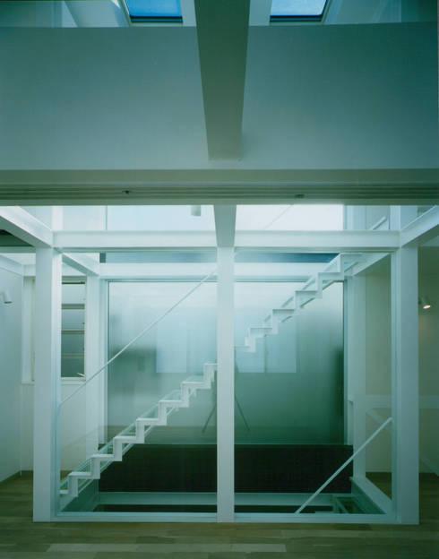 最上階アトリエ: 原 空間工作所 HARA Urban Space Factoryが手掛けた和室です。