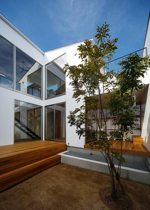 Terrasse de style  par 一級建築士事務所haus