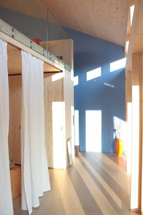 An- und Neubau EFH Lässer-Hoch:  Schlafzimmer von bb architektur gmbh