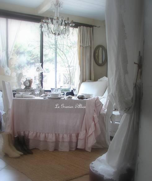 Le textile shabby chic et romantique: Maison de style  par LE GRENIER D'ALICE