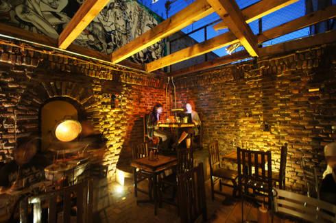 Pizza del Perro Negro Coyoacan: Restaurantes de estilo  por Metro arquitectos