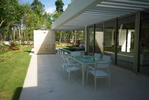 Casa entre Arboles: Terrazas de estilo  por Enrique Cabrera Arquitecto