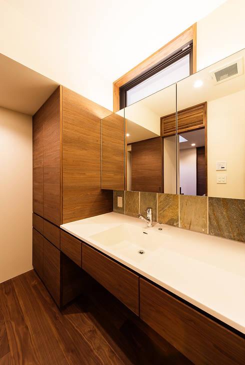 ubud: 一級建築士事務所hausが手掛けた浴室です。