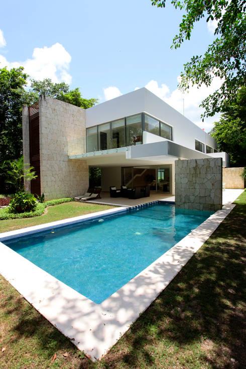 Piletas de estilo moderno por Enrique Cabrera Arquitecto