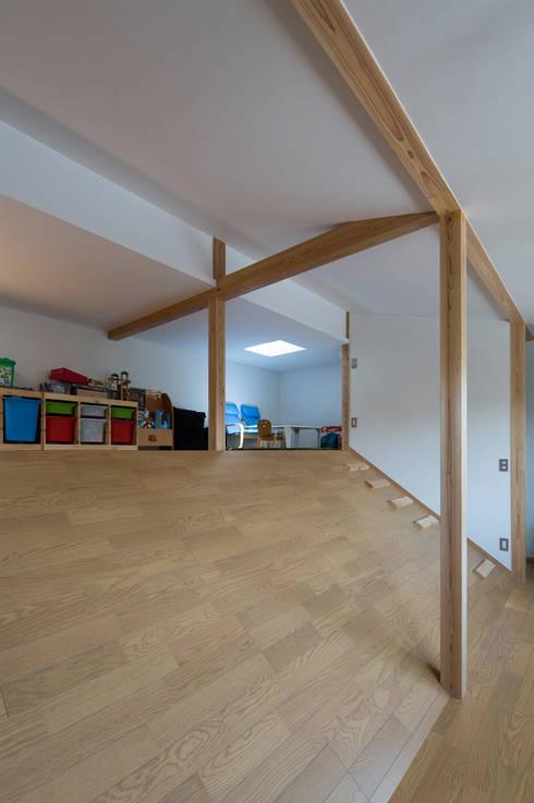 横浜の二世帯住宅 子供室: 【快適健康環境+Design】森建築設計が手掛けた子供部屋です。
