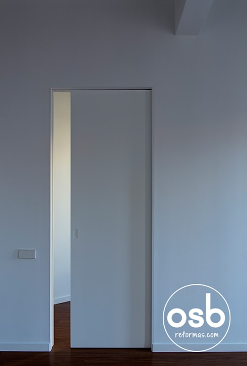 Puerta corredera comunicación salón - dormitorio: Ventanas de estilo  de osb reformas