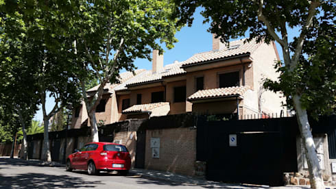 Fachada a la calle Paseo de la Ermita: Casas de estilo clásico de DE DIEGO ZUAZO ARQUITECTOS