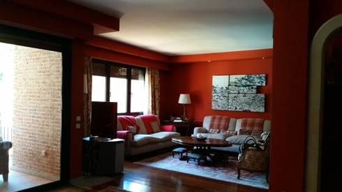 Vista del salón: Salones de estilo clásico de DE DIEGO ZUAZO ARQUITECTOS