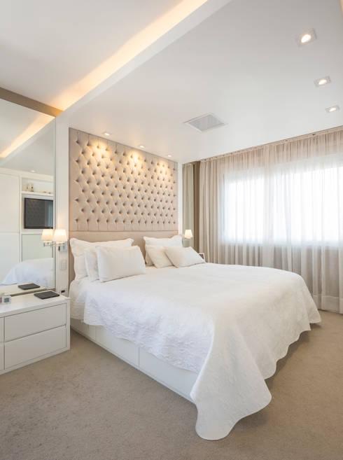 Dormitorios de estilo  por Kali Arquitetura