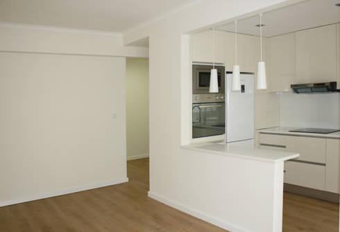 Apartamento em Alfragide: Salas de jantar modernas por Archimais