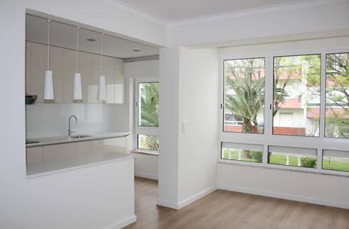 Apartamento em Alfragide: Cozinhas modernas por Archimais