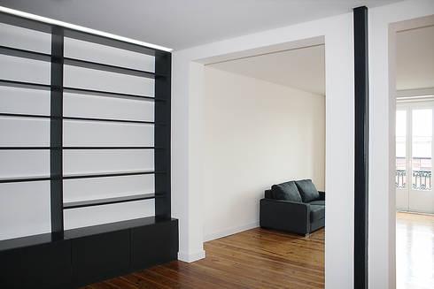 Apartamento em Lisboa : Salas de estar minimalistas por Archimais