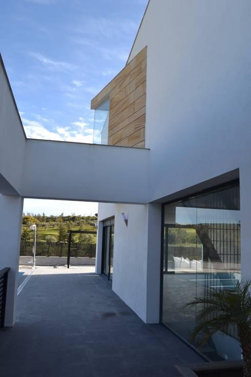 Vivienda Mijas I: Casas de estilo moderno por Complot Arquitectos