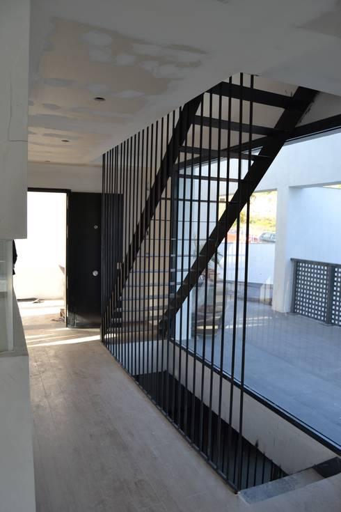 Vivienda Mijas I: Comedores de estilo moderno por Complot Arquitectos