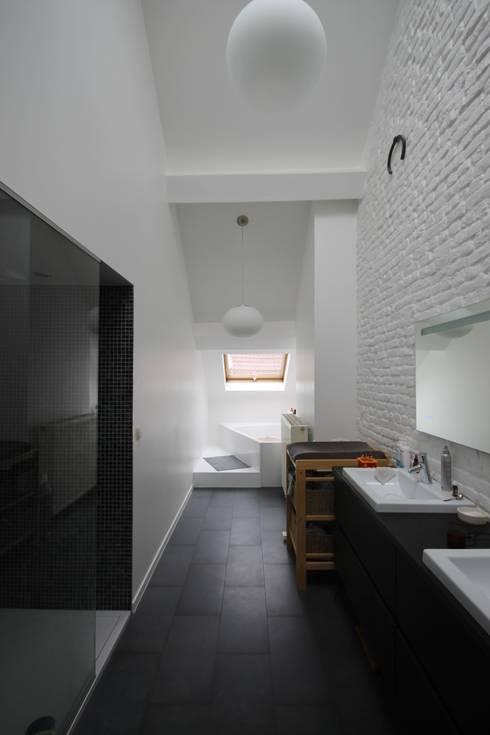 ici architectes sprl의  욕실