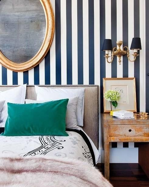 Casa JC: Dormitorios de estilo ecléctico de The Interiorlist