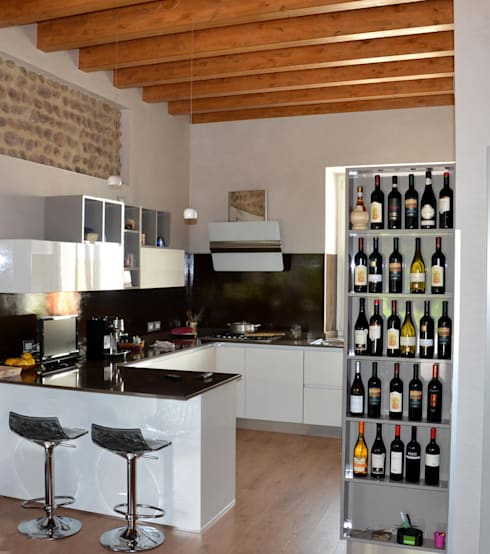 Cucina dopo il restauro:  in stile  di Studio Architettura Tre A