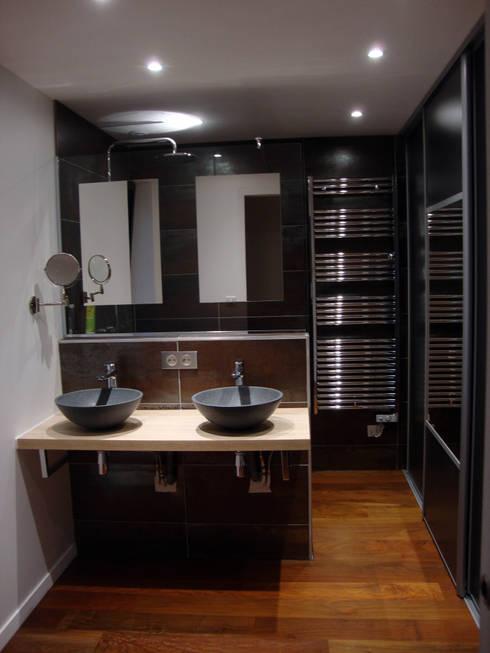 coin salle de bain dressing: Salle de bains de style  par Clemence de Mierry Grangé