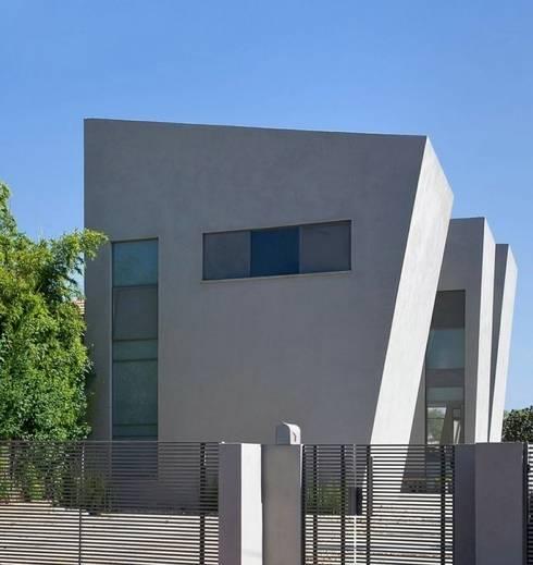 Fachada externa: Casas de estilo moderno de Capital Conceptual