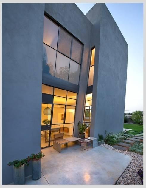 Casa Neuman: Casas de estilo moderno de Capital Conceptual