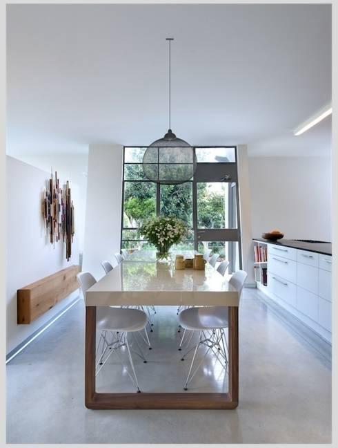 Casa Neuman: Cocinas de estilo  de Capital Conceptual