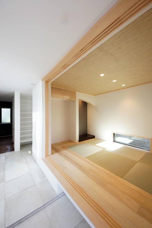 モダンな和室: TERAJIMA ARCHITECTSが手掛けた和室です。