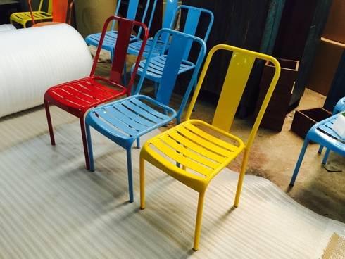 Iron chair:  Balconies, verandas & terraces  by ALPA CORP
