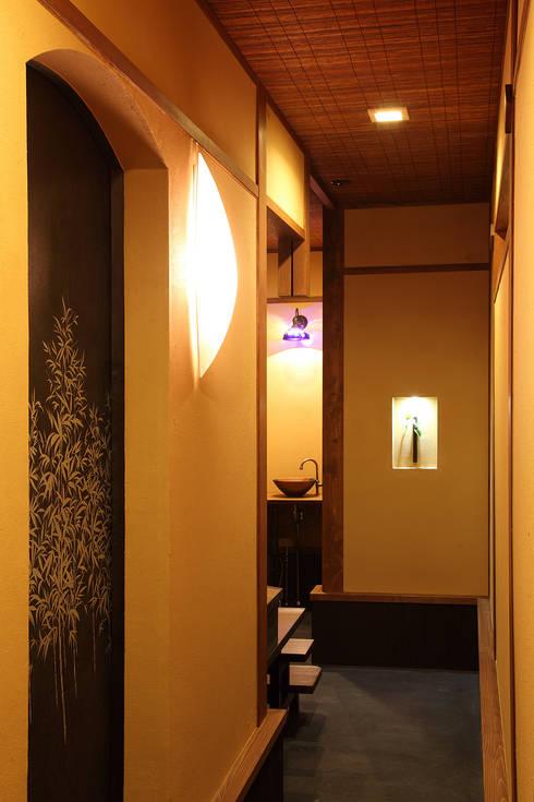 土間: 有限会社 TEAMWORKSが手掛けた廊下 & 玄関です。