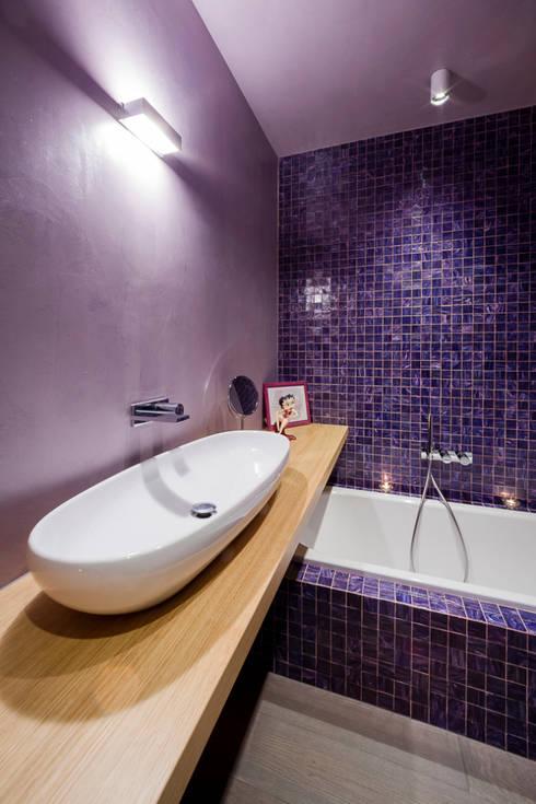minimalistic Bathroom by 23bassi studio di architettura