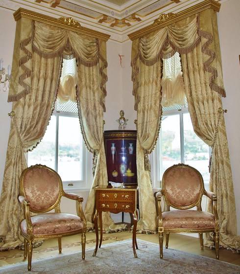 Living room by Öztek Mimarlık Restorasyon İnşaat Mühendislik