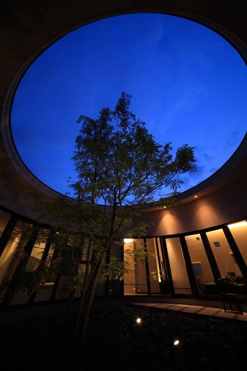 中庭(夜景): MA設計室が手掛けた庭です。