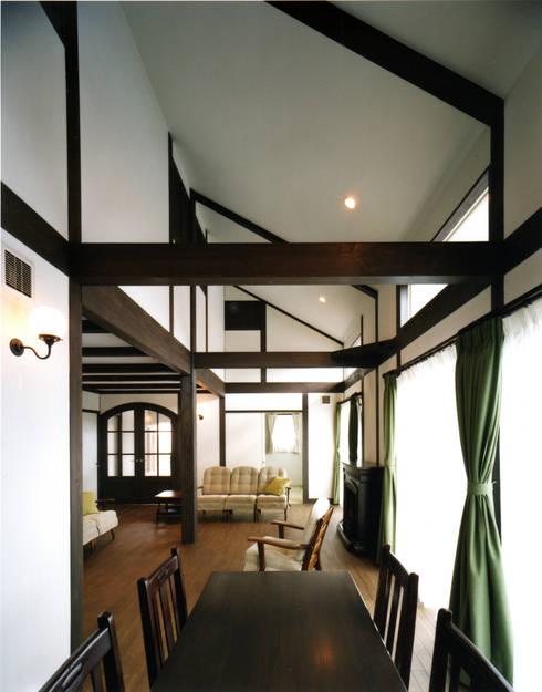 Livings de estilo  por 中間建築設計工房/NAKAMA ATELIER
