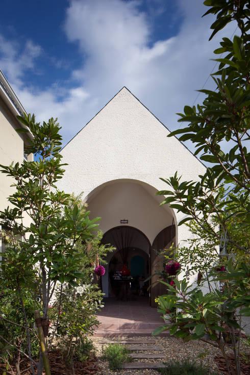 外観正面: 株式会社 藤本高志建築設計事務所が手掛けた家です。