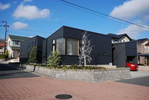 背景としての佇まい: 一級建築士事務所A-SA工房が手掛けた家です。