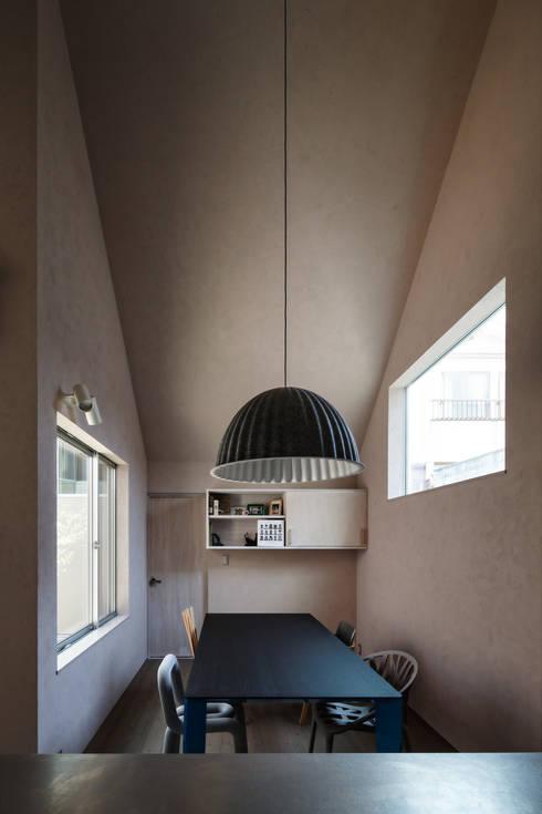 Elephant House: Hiromu Nakanishi Architectsが手掛けたダイニングです。