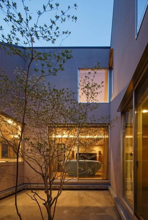 Elephant House: Hiromu Nakanishi Architectsが手掛けた庭です。
