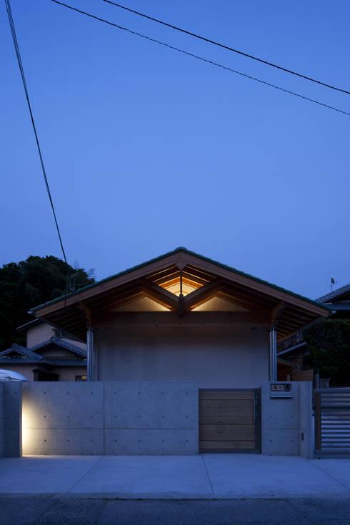 夜景外観: ATS造家設計事務所が手掛けた家です。