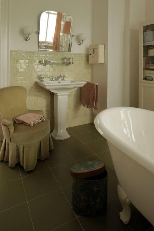 Badezimmer: klassische Badezimmer von CARLO Berlin - Architektur & Interior Design