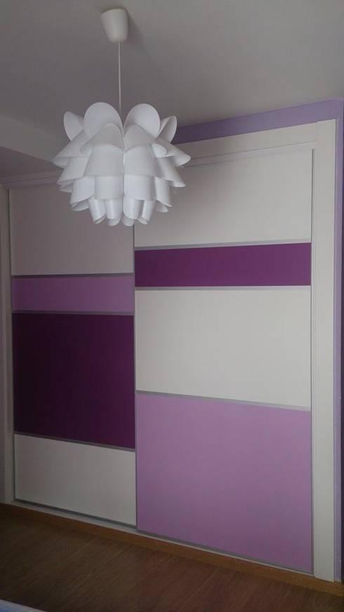 Projekty,  Sypialnia zaprojektowane przez Muebles Ebanos