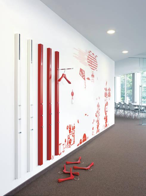 LINE: Vestíbulos, pasillos y escaleras de estilo  de Versat
