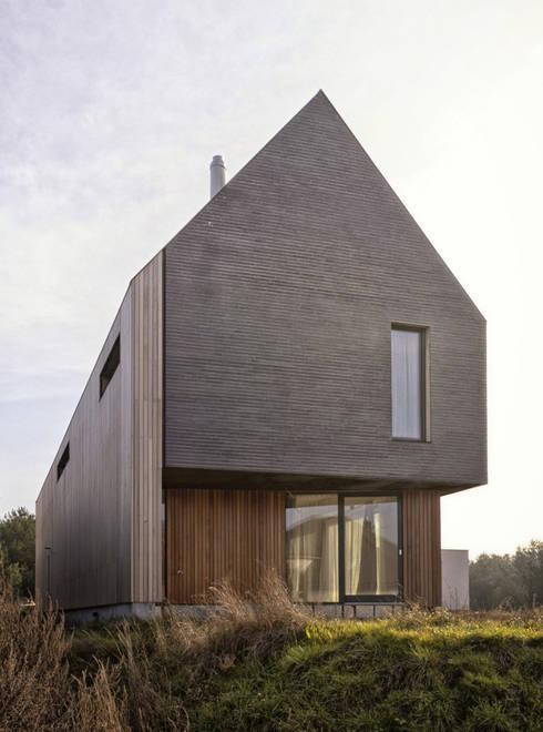 Dom w Bojanie: styl minimalistyczne, w kategorii Domy zaprojektowany przez PRACOWNIA 111